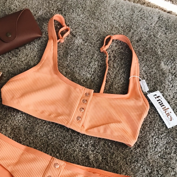 26c916e5fe Frankie s bikinis Alana top 🍊